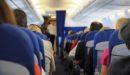 乗客の悪臭で失神。飛行機が緊急着陸し、原因となった男は死亡